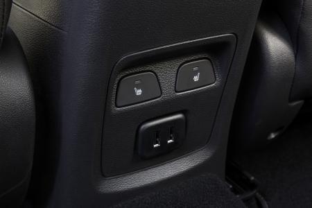 Erstklassiger Komfort in der zweiten Reihe: In Opel Astra (Foto), Grandland X und Insignia kommen die Passagiere auf den äußeren Fondplätzen ebenfalls in den Genuss beheizbarer Sitze