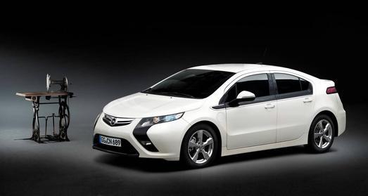 Opel zeigt auf der Techno-Classica in Essen die Unternehmensgeschichte von der Nähmaschine bis zur Elektromobilität
