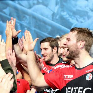 HC Erlangen - die HC-Fans feiern den 24:26 Auswärtssieg über Bietigheim (Foto: HJKrieg, Erlangen)