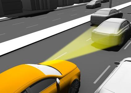 Der Notbremsassistent überwacht mittels eines optischen Sensors mit Infrarotstrahlen den Raum vor dem Fahrzeug bis etwa zehn Meter Entfernung