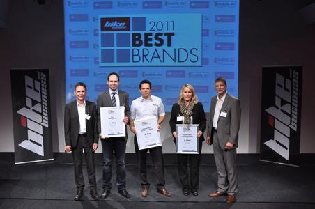 """Die Gewinner der Kategorie """"Elektrozweiräder"""" freuen sich über die Auszeichnung """"Best Brands""""."""