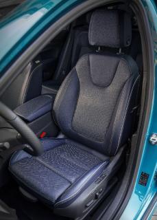 Höchster Komfort: Im Opel Insignia Ultimate Exclusive machen es sich Fahrer und Beifahrer auf von der Aktion Gesunder Rücken e.V. zertifizierten Ergonomie-Sitzen in Lederausstattung bequem
