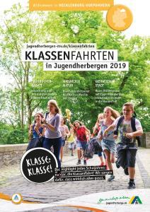 """Der neue Katalog """"Klassenfahrten in Jugendherbergen 2019"""" / Foto: Klassenfahrt an die Ostsee"""
