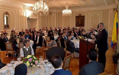 Präsident Ivan Duque spricht zu religiösen Führungspersönlichkeiten im Präsidentenpalast © Foto: @elmedio.info/IAD News