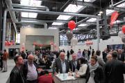 Zahlreiche Bauinteressierte und Geschäftspartner kamen zur feierlichen Eröffnung des neuen Standortes im Carlswerk