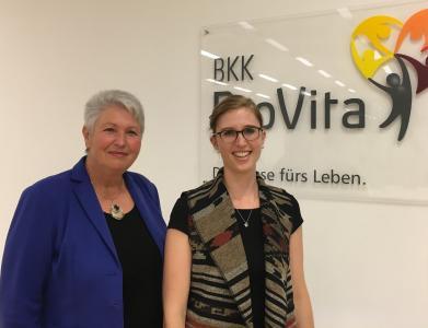 Eva-Maria Popp (links) und Daniela Neuber (BKK ProVita)