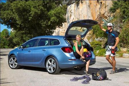 Marktanteil klettert nach oben: Dank Fahrzeugen wie dem Astra Sports Tourer, der sein Segment anführt, konnte Opel seine Marktposition in Deutschland und in Europa im ersten Halbjahr 2011 deutlich ausbauen