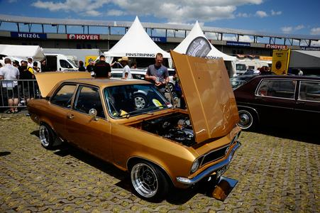 Offenes Geheimnis: Pünktlich zum Jahrestreffen (29.5. bis 2.6.) muss der Oldie – wie dieser schöne Opel Ascona A – fertig sein