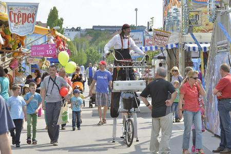 Ein buntes Rahmenprogramm erwartet die Besucher des Familien-Volksfestes (Foto: Fotowerbung Bernhard)