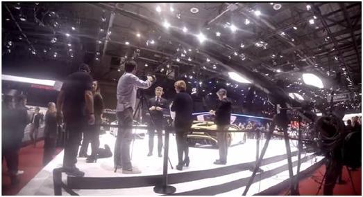 Bei der Satellite-Media-Tour bietet TheNewsMarket Journalisten aus aller Welt Gelegenheit, zum Beispiel auf der IAA Unternehmensrepräsentanten Fragen zu stellen und diese Interviews in ihre Sendungen, Blogs oder Online-Auftritte einzubauen. Foto: TheNewsMarket