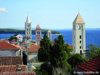 Die Altstadt von Rab ist für ihre vier Kirchtürme bekannt.