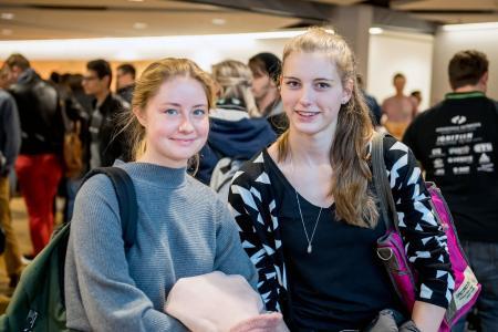 Ihren Studiengang gibt es nicht überall: Jana Leyndecker (links) und Esther Schulz werden an der Hochschule Osnabrück Produktionsgartenbau studieren