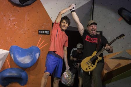 Climbing meets Music - Orange but Green Leadsänger Oli gratuliert dem adidas ROCKSTAR Tomoa Narasaki