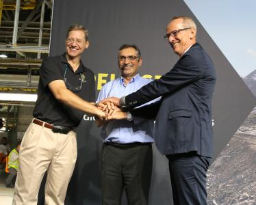 Opel starts production of MOKKA X: In attendance of Phil Kienle, Vice President Manufacturing, Antonio Cobo, Managing Director GM Spain and Plant-Chief Zaragoza, and Opel CEO Dr. Karl-Thomas Neumann (from left)