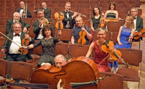 Bayerns größtes Kurorchester  - das Kurorchester Bad Füssing - feiert in diesem Jahr 50. Geburtstag.Das Ensemble unter Leitung der ungarischen Konzertmeisterin Anna Hoppa begeistert bei 600 Konzerten jedes Jahr mehr als 100.000 Musikliebhaber / Foto: obx-news