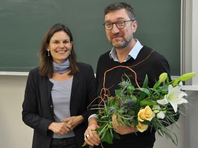TH-Präsidentin Dr. Muriel Helbig war die erste Gratulantin zur Wiederwahl von Prof. Frank Schwartze zum Vizepräsidenten für Forschung und Internationales / Foto: THL