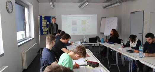 """Der erstmalige Test, denTages-Workshop """"Erfolg durch Persönlichkeit"""" vorab einer kleineren Gruppe anzubieten, wurde von den Teilnehmern positiv angenommen, Foto: Dorothea Hoppe-Dörwald"""