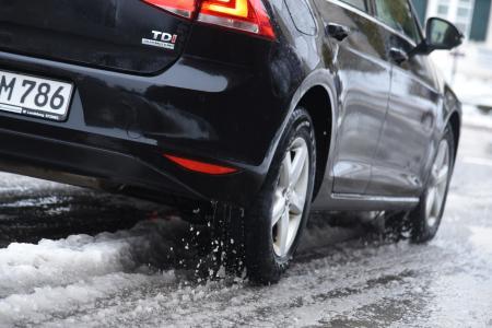 Dreck, Matsch, Salz: Fahrzeuge brauchen im Winter regelmäßige Pflege