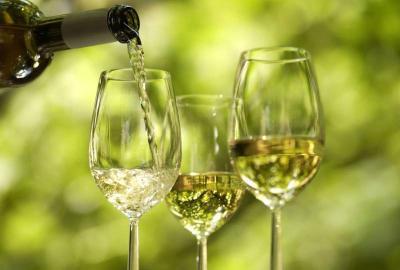 Weißwein weiter im Trend: In Deutschland greifen 43% Prozent beim Einkauf in Deutscland zu weissen Sorten