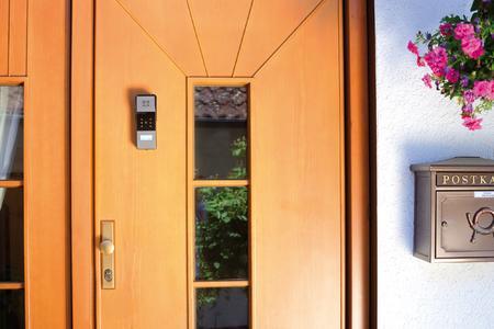 modulare alarmanlage verspricht sicherheit fuer haus und hof auch in der urlaubszeit pearl. Black Bedroom Furniture Sets. Home Design Ideas