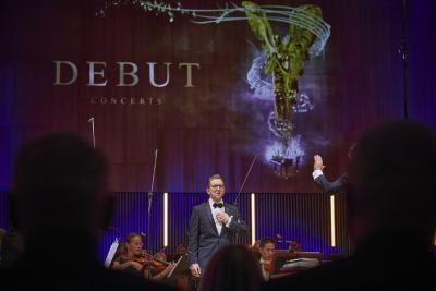 Für Modestas Sedlevicius gab es Beifallsstürme in der TauberPhilharmonie, am Ende wurde er Dritter  / Bild: ©DEBUT Concerts GmbH/ Fotograf Ludwig Olah):