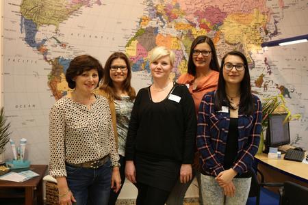 Das Team der Reiseagentur Reiseprofi im Lindenpark um Carola Wagner berät rund um das AIDA-Kreuzfahrtangebot