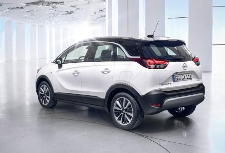 X-tra kompakt: Bei einer Fahrzeuglänge von 4,21 Meter ist der Crossland X 16 Zentimeter kürzer als ein Opel Astra und zugleich zehn Zentimeter höher