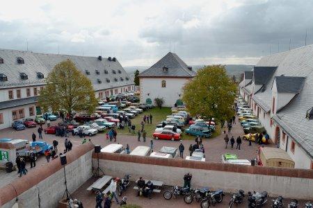 Auf den Oldtimer-Herbsttreffen auf Schloss Augustusburg können viele Raritäten bestaunt werden. (Foto: ASL Schlossbetriebe gGmbH)