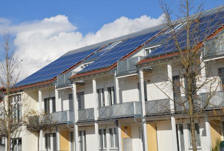 Doppel-Kraftwerke auf dem Dach: Solarthermie und Photovoltaik mit und ohne Energiespeicher bleiben auch weiterhin mit KfW-Kreditprogrammen attraktiv
