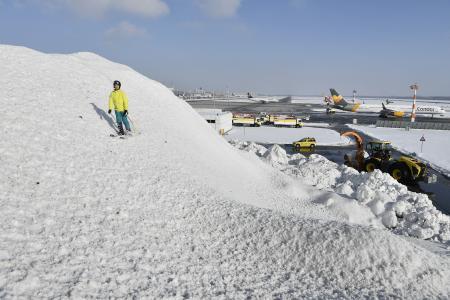 """""""Ski und Rodel gut"""" - ganz neue Perspektiven am Flughafen München / Foto: Alex Tino Friedel / Copyright: Flughafen München GmbH, Unternehmenskommunikation"""