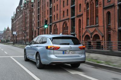 Elegant, praktisch, wirtschaftlich: Der Opel Insignia ist mit Top-Technologien, viel Platz und vorbildlich niedrigen Gesamtbetriebskosten der ideale Repräsentant für die Flotte
