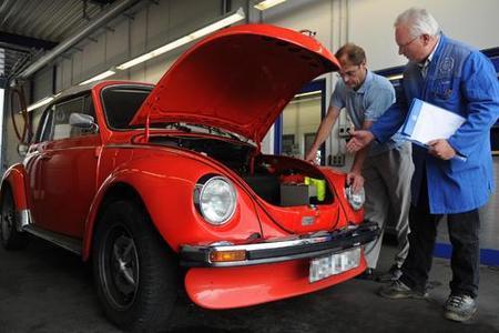 Ein Fall für das H-Kennzeichen ist dieses VW Käfer Cabrio. Die Bestimmungen zur Erlangung des Sonderstatus als automobiles Kulturgut haben sich aber geändert, vielfach herrscht deshalb unter Oldtimer-Besitzern Verunsicherung (Bild: TÜV SÜD)