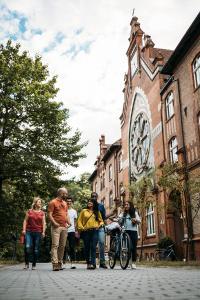 Studierende am Otto-Lüpke-Haus in Friedensau  © ThHF