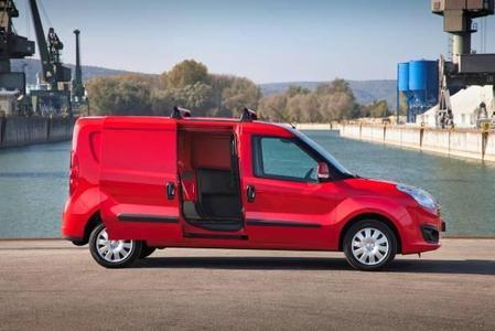 """Weltpremiere: Neuer Opel Combo Kastenwagen auf der """"transportCH"""" 3"""