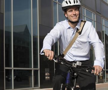 Frische Luft und Bewegung statt Stau: Wer mit dem Rad zu Arbeit fährt, tut sich etwas Gutes. Umso besser, wenn Arbeitgeber wie Huf dies unterstützen