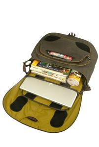 Padded removable laptop pouch and internal pockets