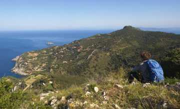 Quer durch Italien trekken Aktivurlauber vom Adriatischen zum Tyrrhenischen Meer, hier Monte Argentario