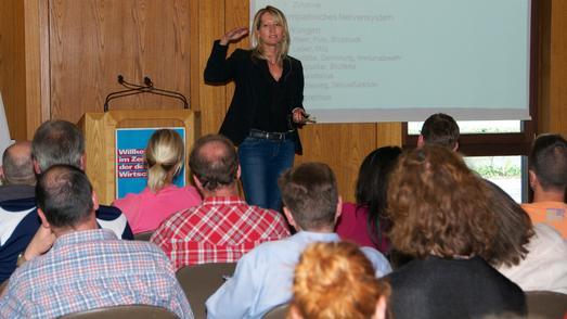 Christina Rodinger von der Mitarbeiter- und Führungskräfteberatung der BAD GmbH gab Tipps, wie mit psychischen Auffälligkeiten umgegangen werden kann