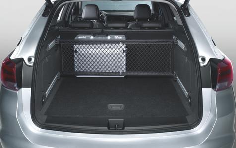 Sicher verstaut: Das Opel-eigene FlexOrganizer Trennnetz sorgt dafür, dass Taschen oder Koffer während der Fahrt nicht mehr verrutschen