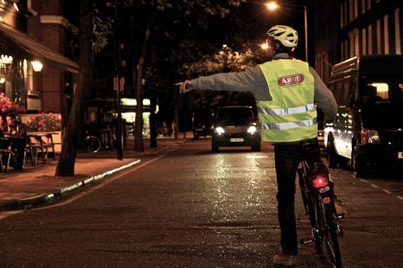 Fahrradbeleuchtung: Rückstrahler sorgen für passive Sicherheit / Bildquelle: www.abus.de| pd-f