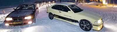 Ganz weit vorne: Obwohl der alte 3er BMW mit wenig Fahrerassistenzsystemen auskommen musste, hielten ihn die modernen Winterreifen sicher in der Spur. Bei alten Reifen dagegen konnten nur die Fahrerassistenzsysteme das Schlimmste verhindern