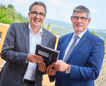 Freuen sich auf den Baubeginn am Krankenhaus: Geschäftsführer Sassan Pur und Landrat Manfred Görig / Foto: Schneider