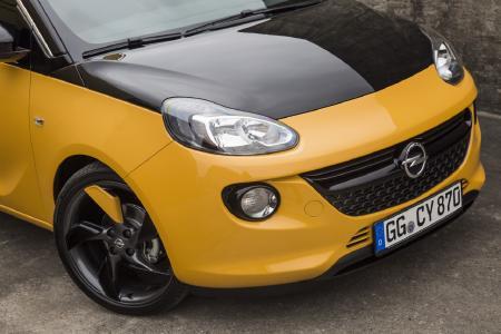 Opel ADAM BLACK JACK: Freches Grinsen: Die in der BLACK JACK-Edition schwarz lackierte Motorhaube gibt dem Opel ADAM ein ganz neues Gesicht