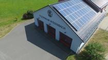Referenzobjekt der Emittentin: PV Dachanlage auf dem Feuerwehrgerätehaus in Wissenbach..