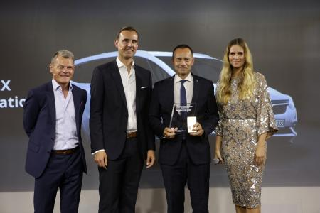 Award ceremony in Berlin: Deputy Editor-in-Chief of Auto Bild Tomas Hirschberger, Schwacke Managing Director Thorsten Barg, Jürgen Keller, Executive Director Sales, Marketing and Aftersales Germany and host Eve Sheer (from left to right)