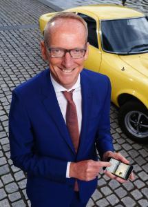 Auch von unterwegs: Mit seinen Kurznachrichten auf @KT_Neumann erreicht der digitale CEO jährlich mehr als drei Million Menschen