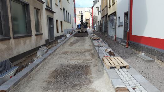 Der Beginn des Oberflächenausbaus in der Straße Im Preul lässt erahnen, dass die neue Gestaltung optisch attraktiv wird und vor allen Dingen eine zeitgemäße Nutzbarkeit sicherstellt
