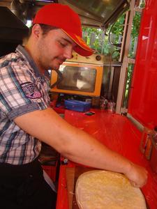 Sebastian Lipina kreiert die Flammkuchen