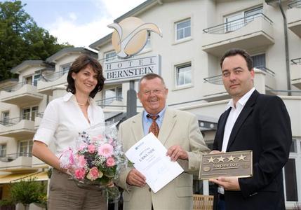 Sandra Dorissen, Geschäftsführerin und Spa-Managerin Hotel Bernstein, Wilfried Rotkirch, Vorsitzender des Dehoga Verbandes Rügen, Thomas Dorissen, Geschäftsführer Hotel Bernstein