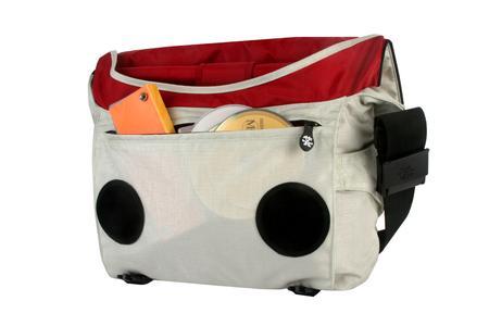 Große Fronttasche mit Reißverschluss, gepolsterter Rücken und Schultergurt mit 3rd leg Stabilisierung
